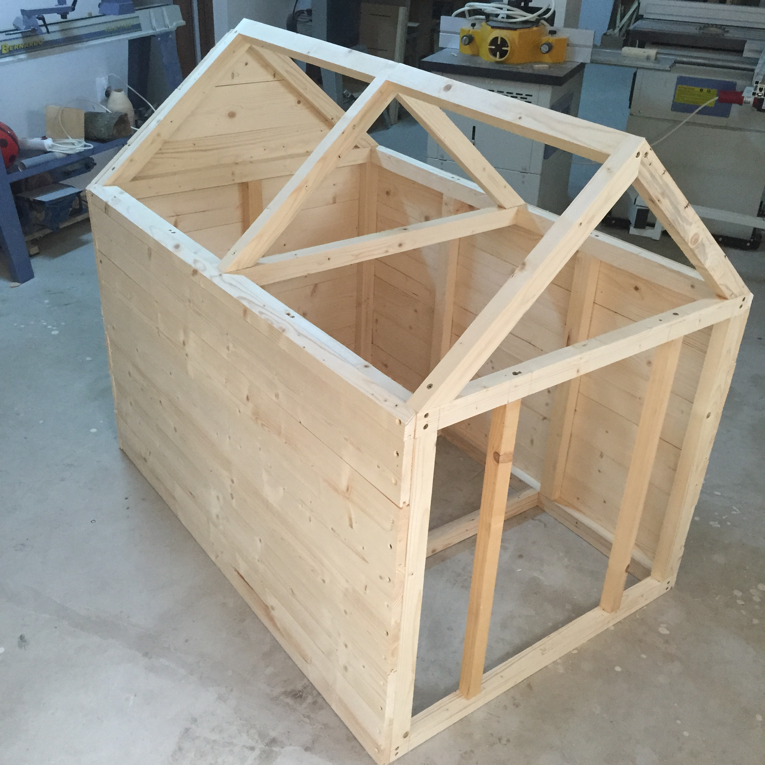 Dog house zeno woodwork for Build a home