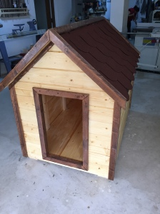 Dog house zeno woodwork for Xxl dog house
