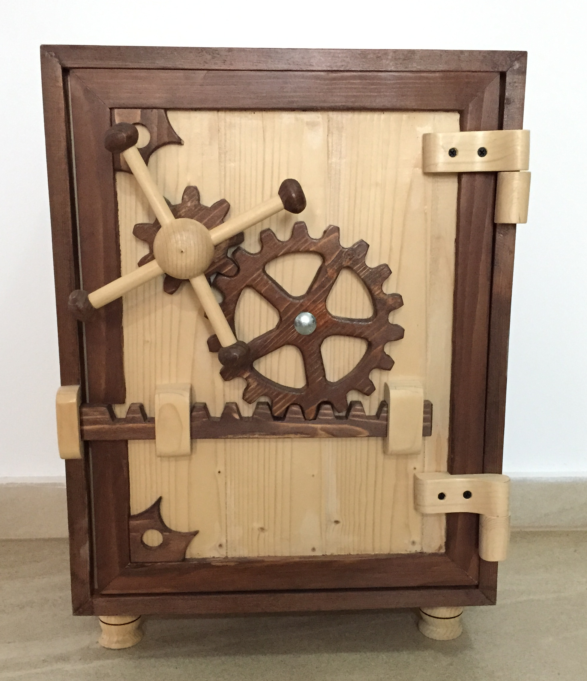 wooden safe – Zeno WoodWork